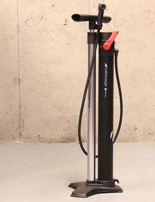 Bontrager's Flash Charger TLR Pump is a must-have for mountain bikers