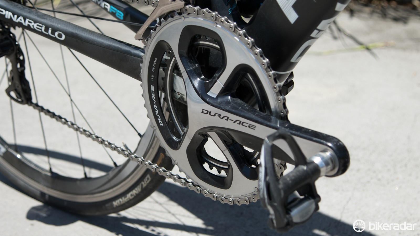 Earle uses a standard 53/39T Shimano Dura-ace 9000 crankset with a matching Stages power meter left arm