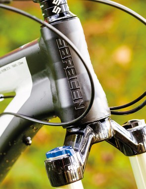 The tapered headtube uses internal bearings for clean lines