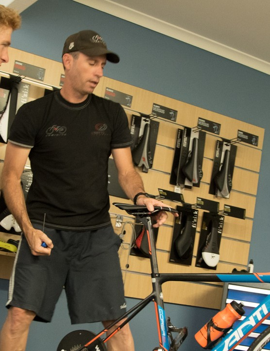 Damian Mason (coach and bike fitter) talks with recent New Zealand recruit Tom Davison about fit. Coming from a triathlon background, his setup involved making a few tweaks for longer races