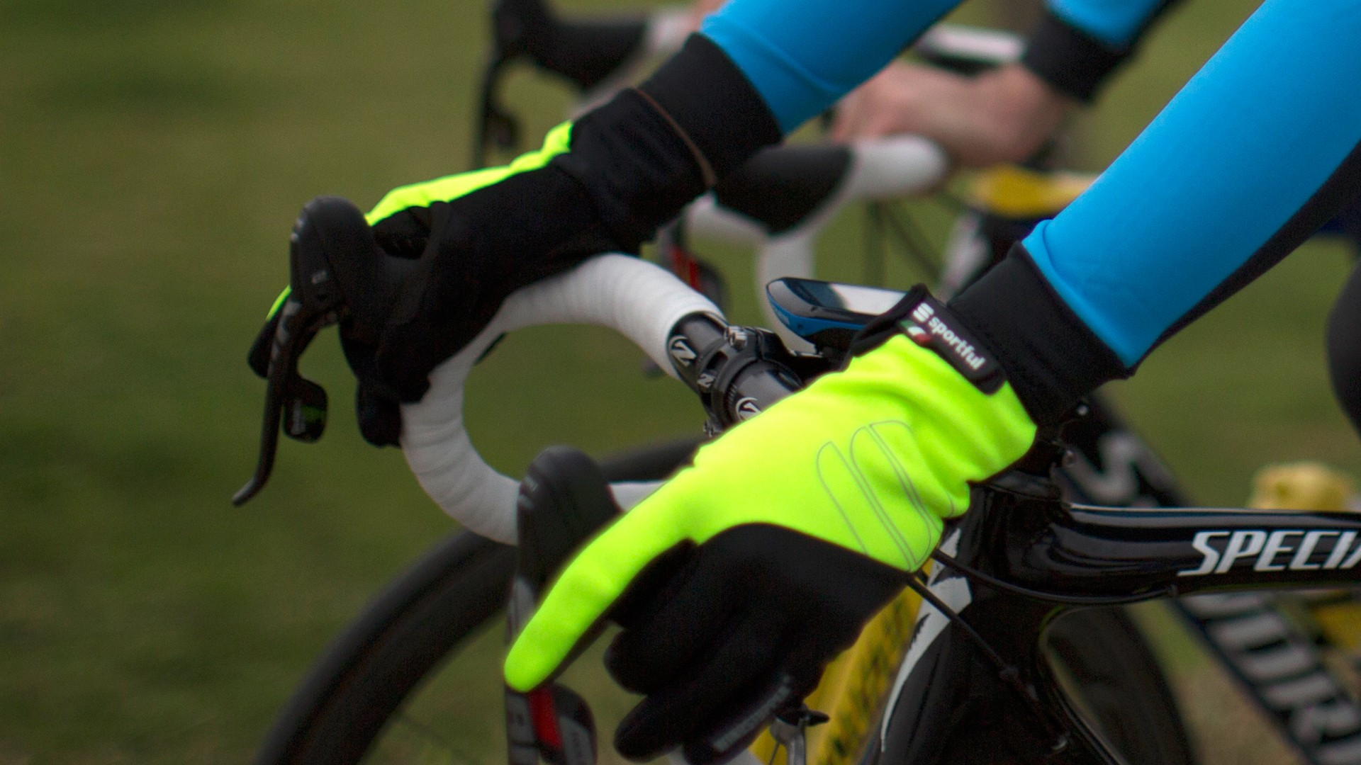 The WS Essential Glove has a Windstopper back and fleece-lined palm