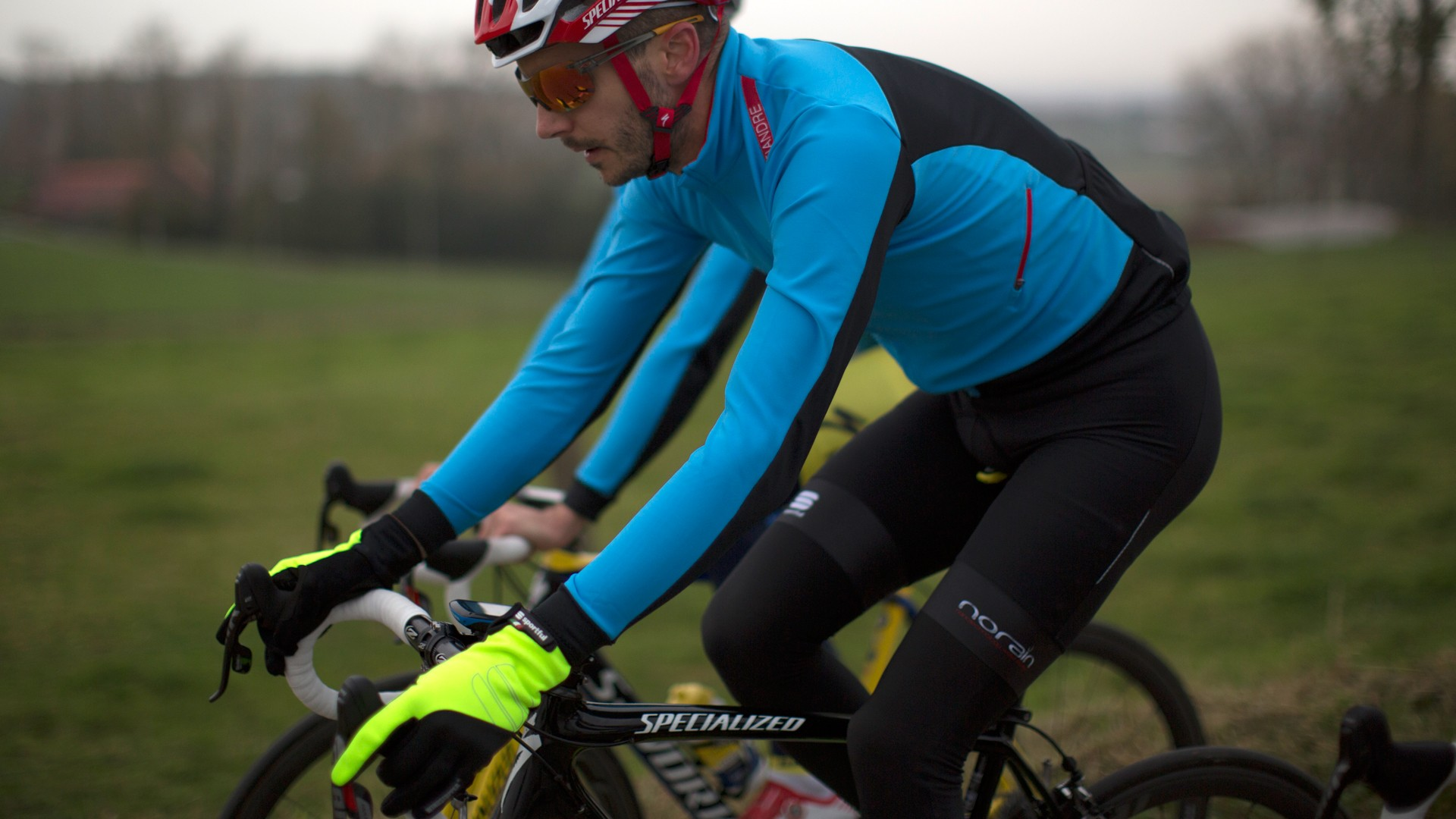 The Fiandre Light Windstopper long-sleeve jersey is designed to be worn over a base layer