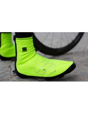WS Bootie Reflex uses Windstopper fabric to block out cold air on rides