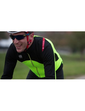 It's also water resistant and breathable, enabling you to get on with cold weather rides without fuss