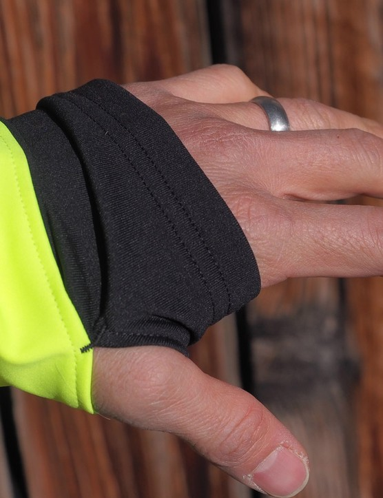 Extended sleeves and thumbholes on both the Bontrager RXL Convertible 180 Softshell jacket and RXL Thermal Long Sleeve jersey help ensure that your wrists don't get too chilly