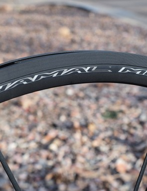 The plasma electrolytic oxydation coating on the updated Campagnolo Shamal Mille road wheels not only looks good (and should stay that way) but also noticeably boosts braking performance