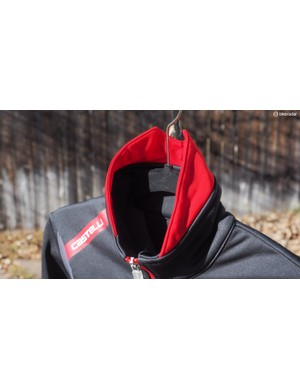 The collar fits tightly so as to keep cold drafts at bay while the raised, split collar helps keep the back of your neck toasty