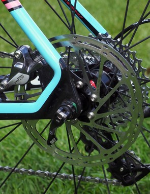 Although SRAM approves the use of 140mm rotors for cyclocross, the Focus Mares CX chassis is built for 160mm ones