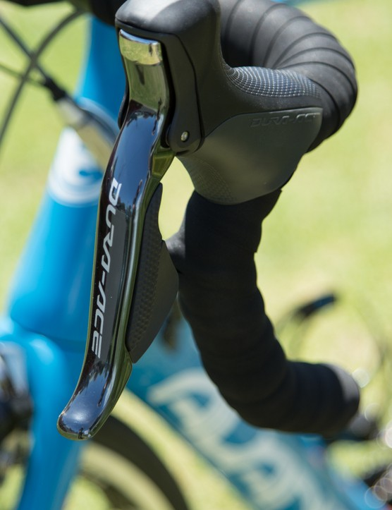 Di2 sprint shifters on the drops join the standard shifters