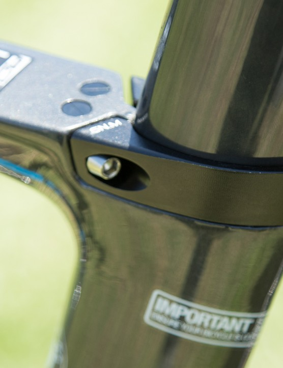 The aero carbon seat post is held in place by an integrated clamp