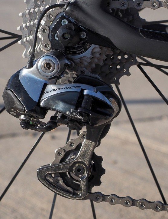 A Shimano Dura-Ace Di2 9070 electronic transmission promises consistent and fast shift performance