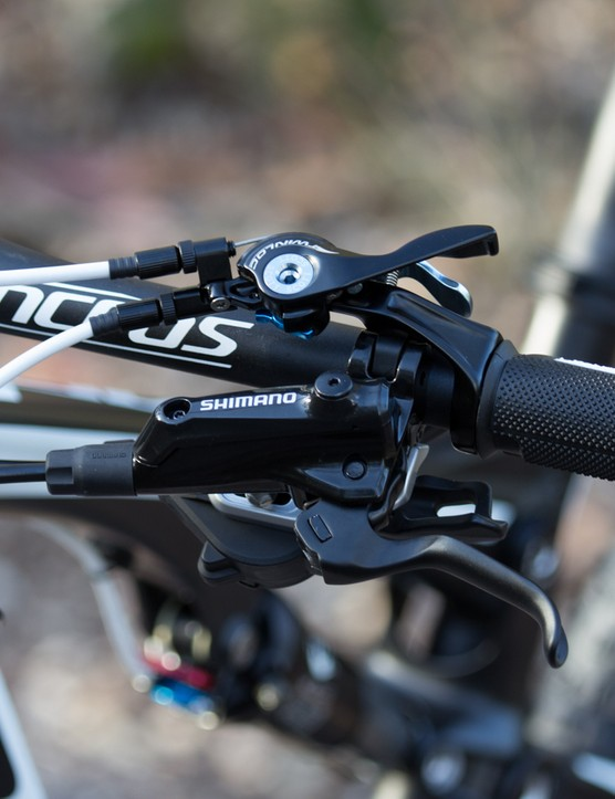 The Twinloc is one of Scott's defining features. It's a well-refined setup and doubles as the grip lockring (can be used with other grips too)