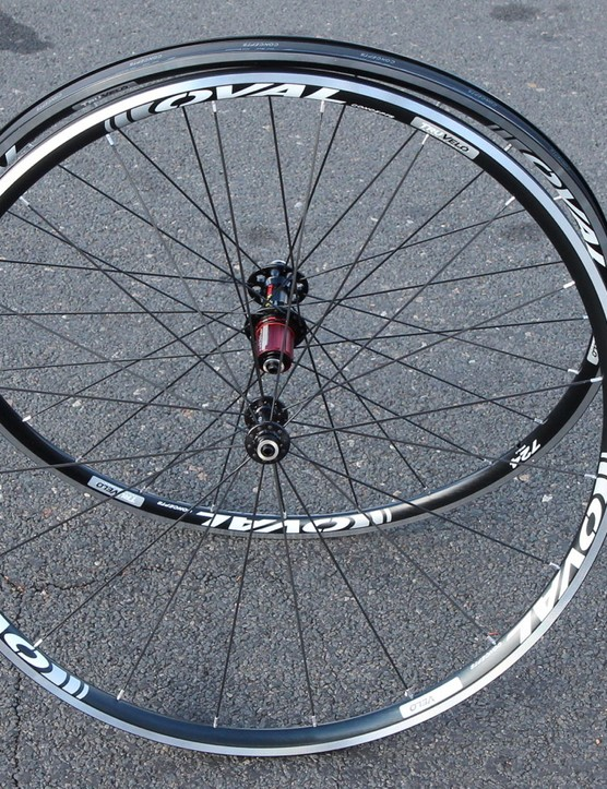 Oval Concepts 724 road wheelset is a new 1,370g tubeless offering