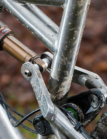 The upper and lower linkages are carbon, with titanium pivot bolts