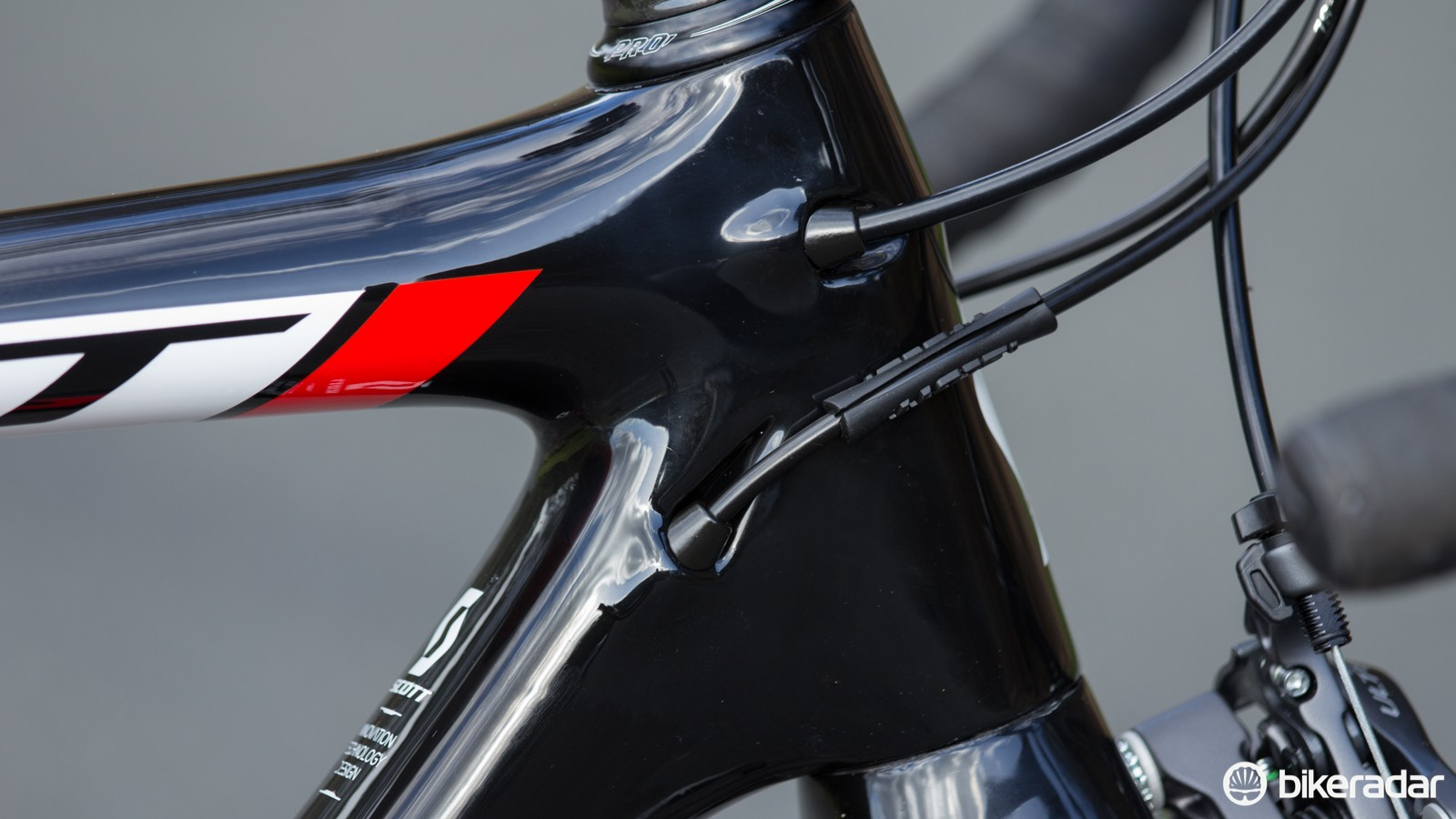 The internal cable routing on this frame is superb. Clean entry and exit points assist the shifting and braking, along with creating an elegant looking bike