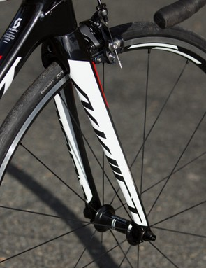 The Addict's full-carbon fork is well matched to the frame's ride quality, while keeping pretty light too