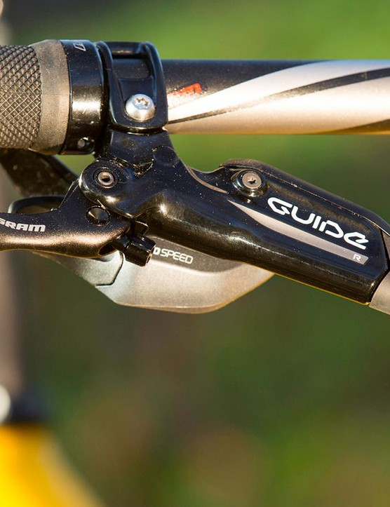 Supplied bar is far too narrow for technical trail riding