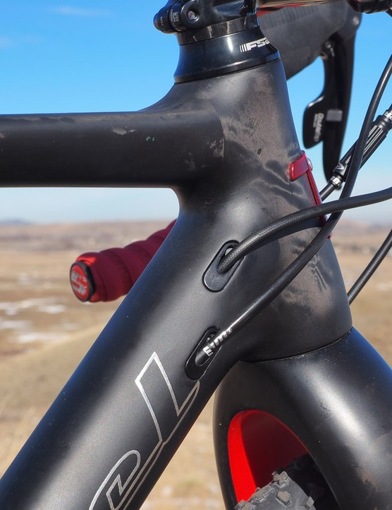 The internal cable routing is neatly done and adaptable for various drivetrain configurations