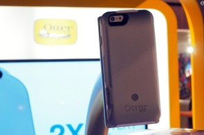 OtterBox showed off its new Resurgence Fr_ battery case, which combines a 2,600mAh supplemental battery pack with the rugged, waterproof protection the company is known for