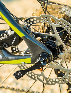 The OCLV Mountain frame of the Superfly is loaded with impressive practical details including swappable rear dropouts, directly integrated bearings and armoured underbelly