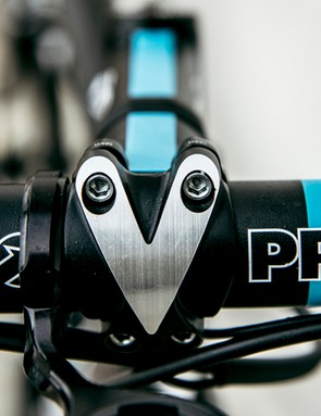 The Pro cockpit is all aluminium with Team Sky detailling