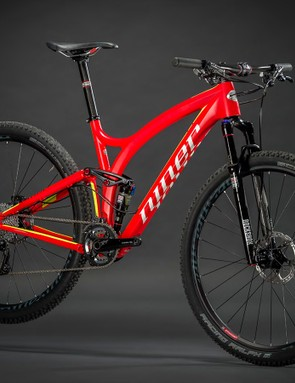 Like the RIP 9 Carbon, the 100mm-travel JET 9 Carbon uses a carbon front and an aluminum rear