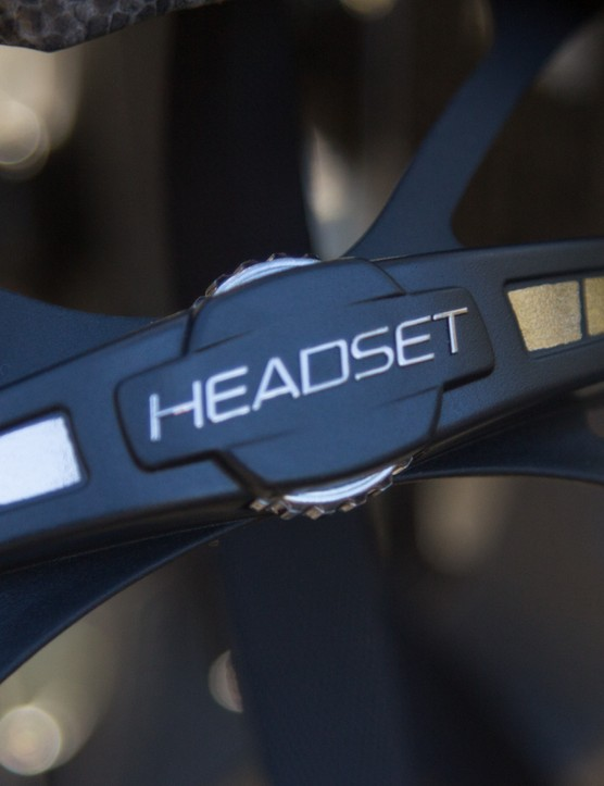 The Headset SL retention system is easy to adjust in circumference with one hand. Height adjustments are a little more tedious but there's a generous 20mm range