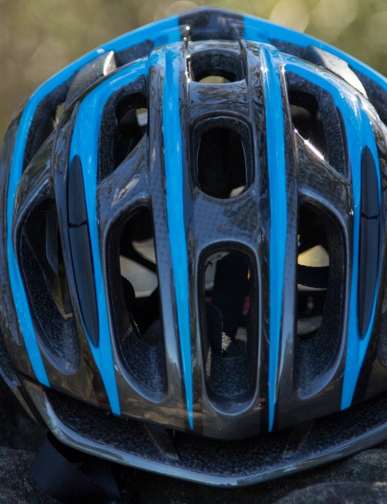 The vents are slightly more tapered from outside to inside on the Propero II as compared to Specialized's top-end S-Works Prevail but it only marginally decreases ventilation. The more rounded shape, however, is arguably more appealing than the Prevail's oddly squared-off design