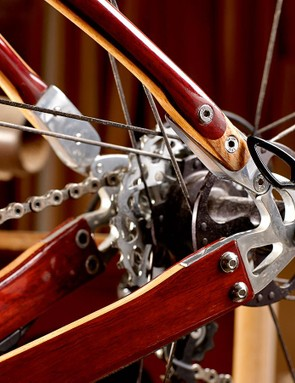Stout metal dropouts are neatly integrated with the wooden stays