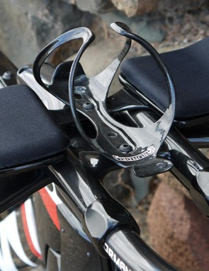 The P5's cockpit features a simple bottle cage for a regular bottle, which reduces drag when on the extensions