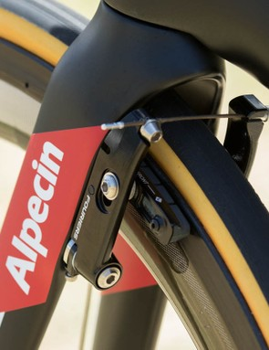 The Fouriers mini-v brakes offer two cable positions for easy changing between different rim widths