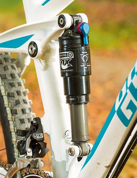 The four-bar suspension linkage aids grip and support