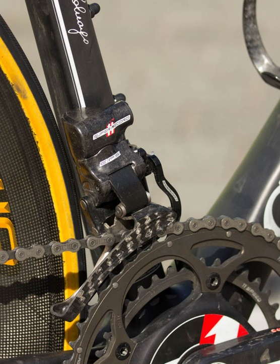 There's a Campagnolo chain catcher installed on the EPS front derailleur