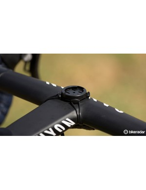 A standard Garmin mount being put to good use on this Canyon one-piece handlebar/stem