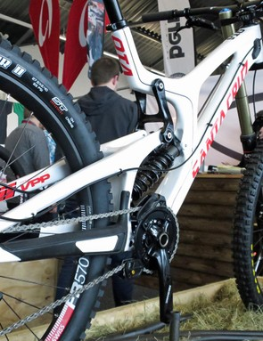 Despite looking identical to the V10 CC, the Santa Cruz V-10 C uses a frame that is roughly half a pound heavier. It's also significantly less expensive