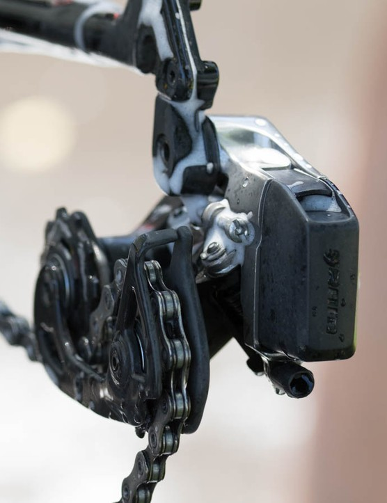 Sources have confirmed to us that the front and rear derailleurs do, indeed, use rechargeable batteries that are both removable and interchangeable
