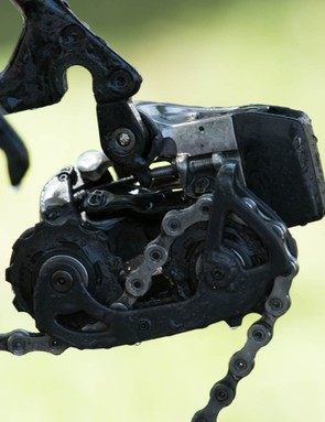 The removable battery juts out from the back of the rear derailleur