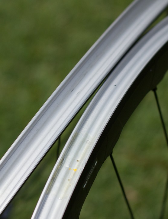 The RX830s' carbon laminate rims are properly tubeless compatible