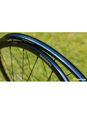 The 17mm internal rim width can take tyres up to 38c. The RX31s are not tubeless compatible