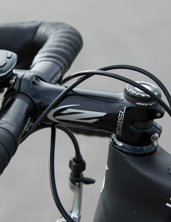 Behind the stem cable routing is optimised for aerodynamics