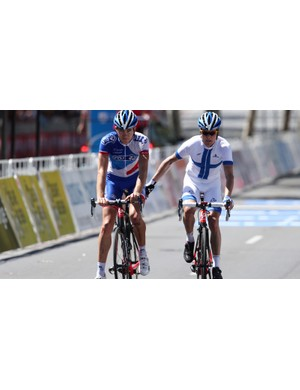 Jussi Veikkanen helping fellow FDJ.fr teammate Arnold Jeannesson limp across the line at the Tour Down Under