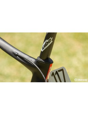 Keeping things aero, an integrated seat post clamp is hidden by a rubber cover. Unusually, Lapierre have gone with a standard 31.6mm round post