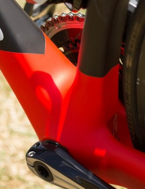 A Shimano press-fit bottom bracket standards provides plenty of width for a wide down tube
