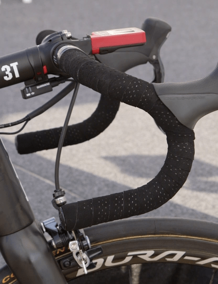 Gilbert has been using 3T Rotundo carbon bars since his 2012 Worlds victory. If it ain't broke…