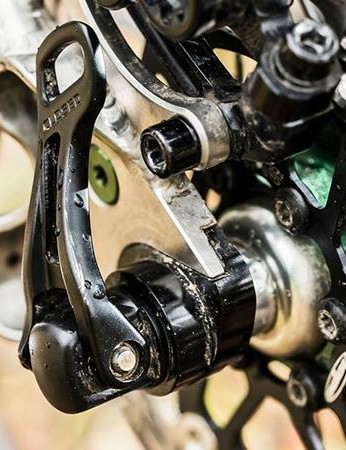 …while Shimano XT IceTec rotors bring you to a halt