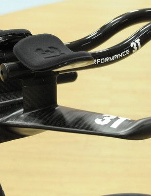 BMC's Impec Advanced R&D Lab took 3T's Brezza Nano track bar and integrated it with an adapted stem and the hinge fork and wrapped it all in carbon to add strength