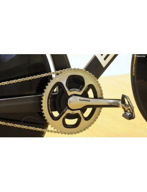 The team decided to use a Shimano Dura-Ace 9000 SRM road crank and 56-tooth Dura-Ace chain ring, plus Dura-Ace carbon pedals