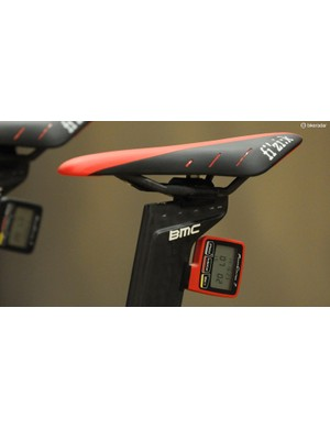Rohan's usual team issue Fizik Arione R3 braided saddle with the SRM head unit fixed in place