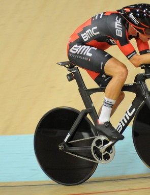 Rohan Dennis in full flight on his way to breaking the hour record
