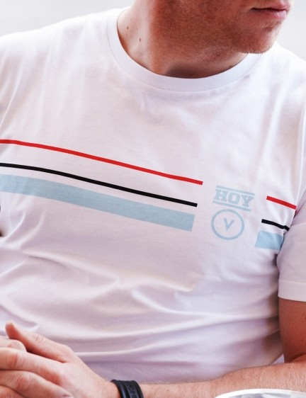 The Track Stripes Technical T-shirt is quick-drying as well as odour and stain resistant